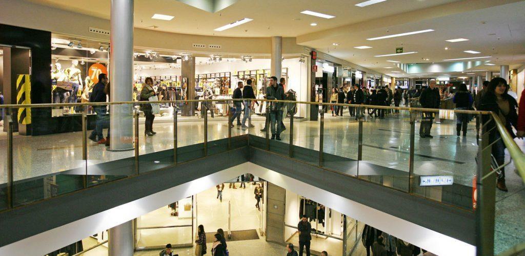 comprar-departamento-cerca-centros-comerciales-ubicado-centro-ciudad-1024x499